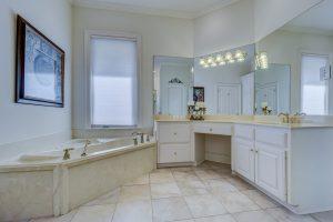 Badkamer Plafond Kunststof : Ga ook met platen van je badkamer plafond aan de slag